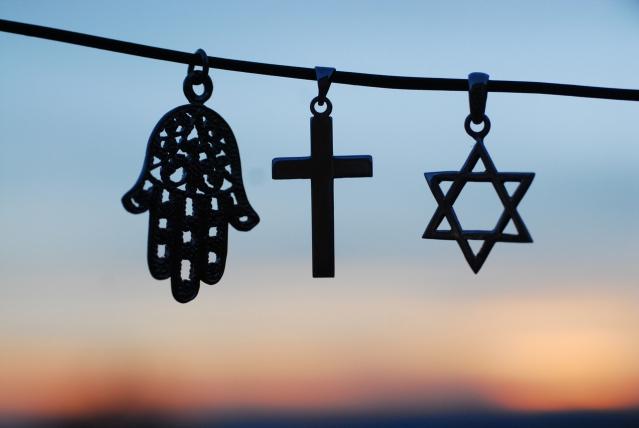 Laïcité et respect mutuel, toute liberté (y compris du culte) a des limites à ne pas dépasser. Dans l'entreprise aussi, naturellement.