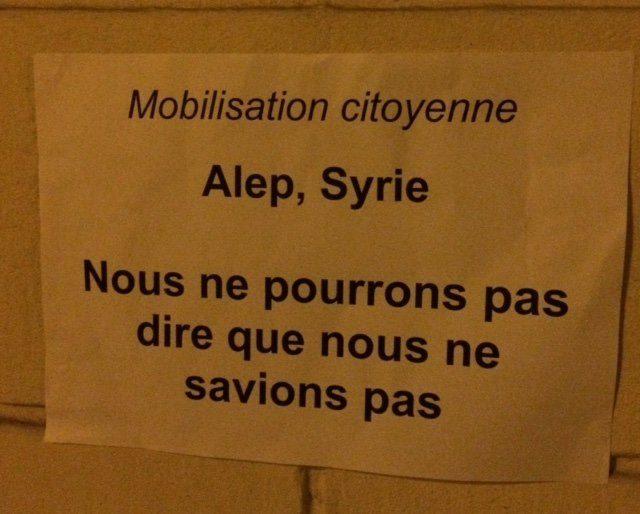 Des panneaux pour une mobilisation citoyenne, à Paris (une manifestation est par exemple prévue le jeudi 15 décembre à 19 h, à Paris 7ème, près de l'ambassade de Syrie)
